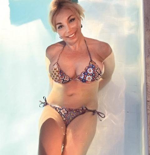 Маша Распутина проводила в бассейне по несколько часов в день