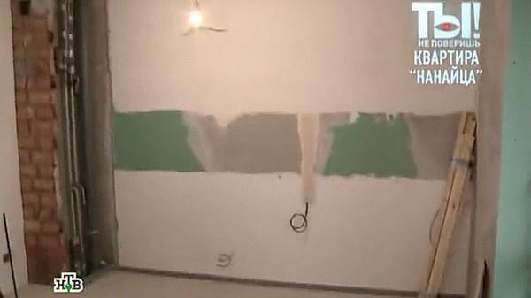 Сейчас в новой квартире музыканта вовсю идет ремонт