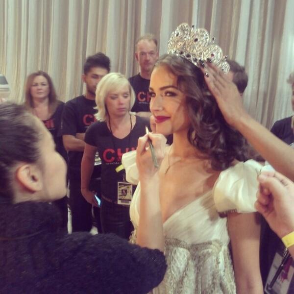 «Мисс Вселенная-2012» Оливия Калпо незадолго до выхода на сцену