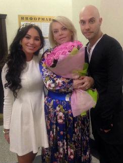 Яна Поплавская с сыном и невесткой