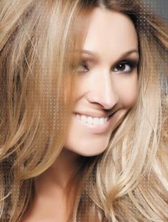 На обложке нового альбома Анжелика Агурбаш задорно улыбается