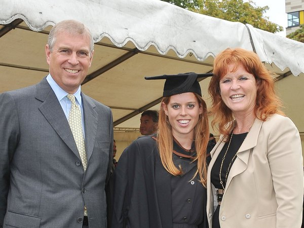 Принц Эндрю с бывшей женой Сарой Фергюсон и их общей дочерью Беатрисой