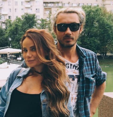 Айза Анохина с супругом Дмитрием