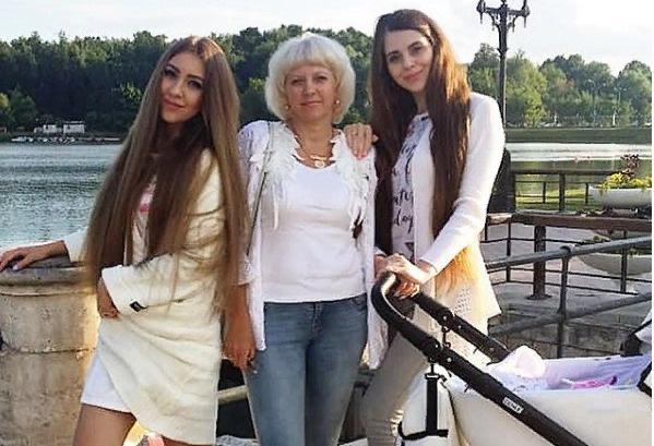 Ольга с сестрой Аленой и мамой Татьяной Владимировной