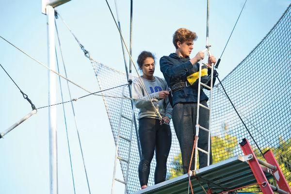 Со смельчаками, решившимися на прыжок, работают профессиональные инструкторы