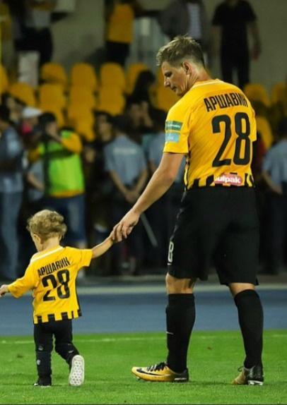 Андрей Аршавин с младшей дочерью