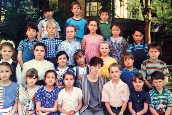 Родители отдали Чиповскую в престижную лингвистическую гимназию, где она проучилась девять классов