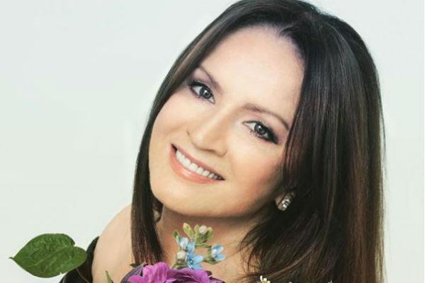 Певица активно ведет страницы в социальных сетях, радуя поклонников новыми фото.