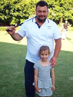 Сергей Жуков хочет,  чтобы дочка знала  английский идеально