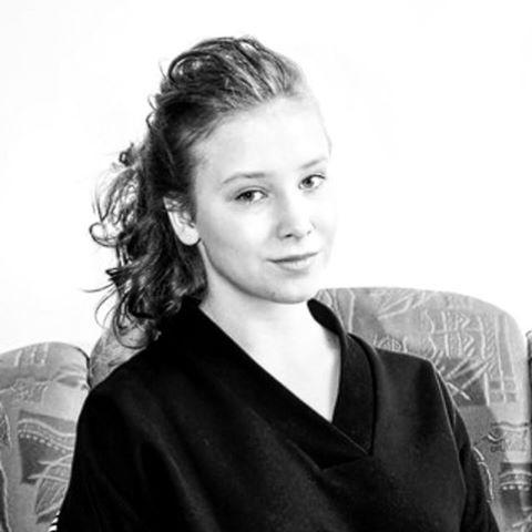 15-летняя Ксения, по мнению поклонников Апиной, очень похожа на маму