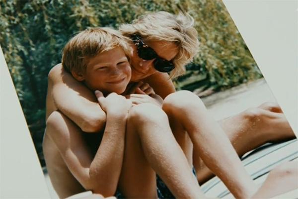 Принцесса Диана с младшим сыном Гарри