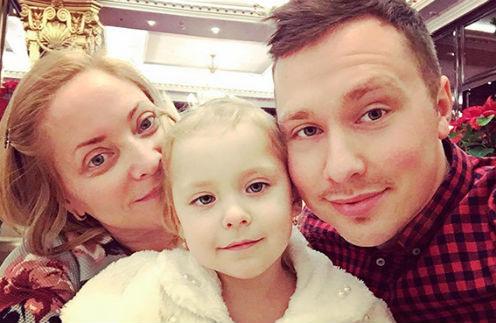 Светлана Пермякова с дочерью и Максимом Скрябиным