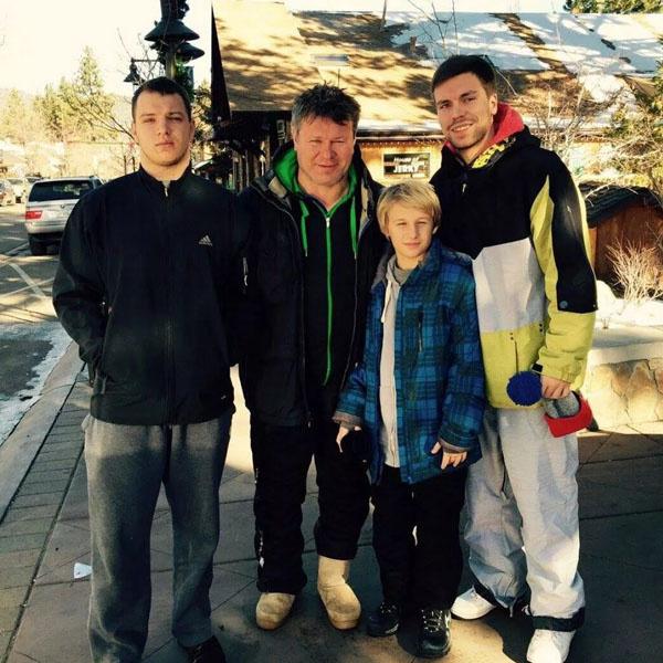 Олег Тактаров с сыновьями
