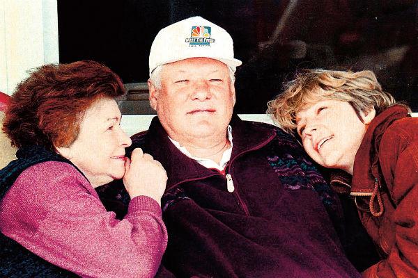 С женой Наиной и дочерью Татьяной в резиденции в Барвихе. Январь 2000 года