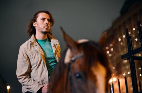 С напарником Максиму повезло – ему достался спокойный каскадерский конь Рома