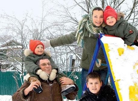 Наталья Антонова с мужем и детьми
