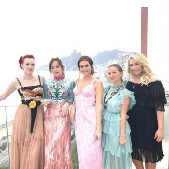 Дарья Жукова с другими гостями молодоженов