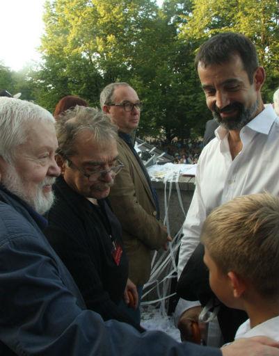 Кинорежиссеры Сергей Соловьев, Александр Адабашьян и Дмитрий Певцов с сыном Елисеем