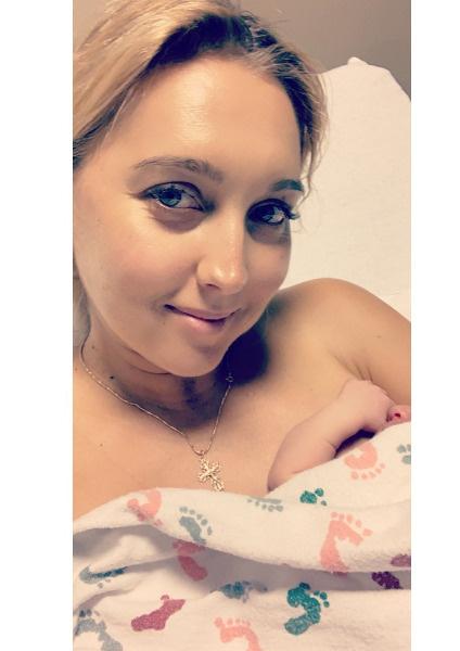 Веснина сообщила о рождении дочери в соцсети