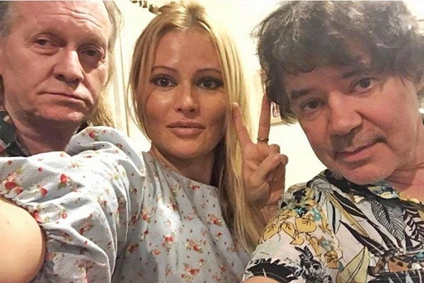Евгений Осин на лечении с Крисом Кельми и Даной Борисовой