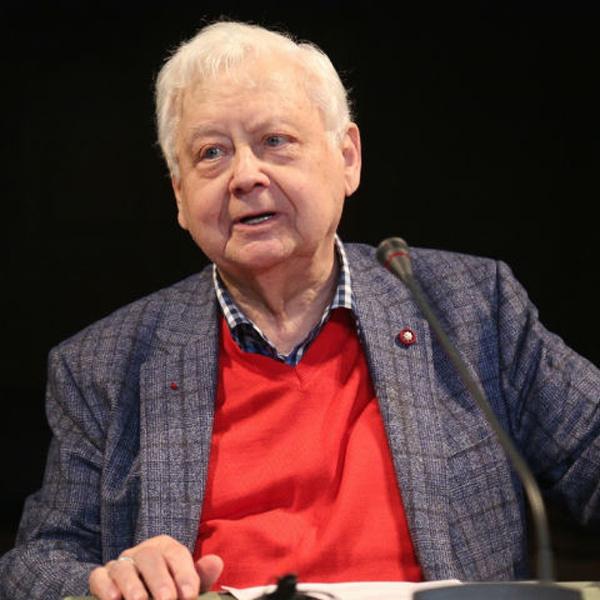 Уже в феврале Олег Павлович намеревался вернуться на сцену