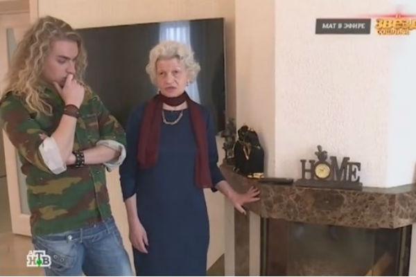 Муж и жена показывали арендованный особняк