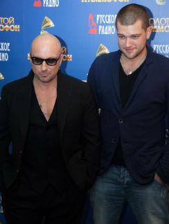 В сентябре Кирилл приходил на телешоу «Голос», которое ведет его отец. А 28 ноября Нагиев нанес ответный визит – побывал на премьере картины «Бригада. Наследник»