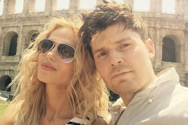 Андрей встречается с участницей «Последнего героя» Леной Бартковой уже несколько лет. У Лены есть 9-летняя дочь от первого брака