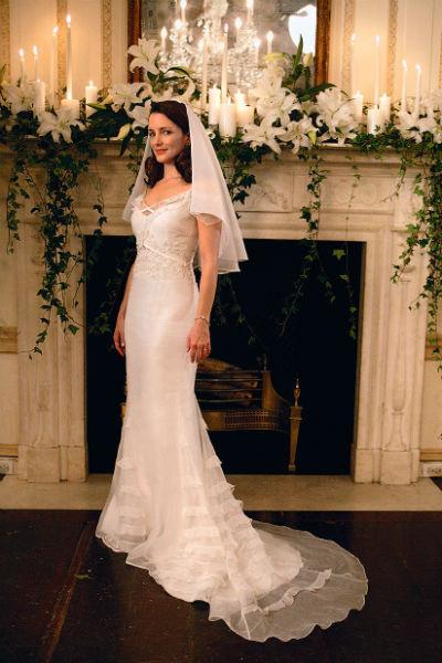В сериале Кристин Дэвис примеряла свадебное платье дважды, но в реальной жизни никогда не была замужем