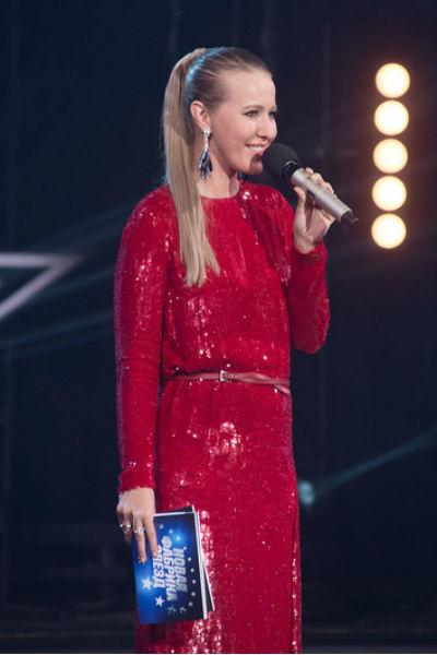 Ксения Собчак начала отчетный концерт с шутки про свой наряд