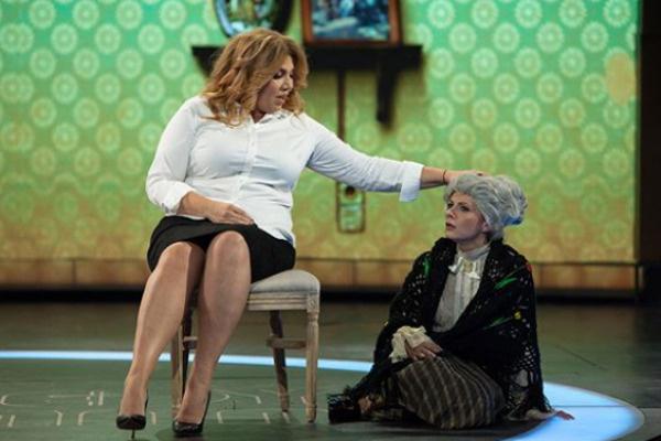 Екатерина Скулкина выступает в Comedy Woman  с момента основания
