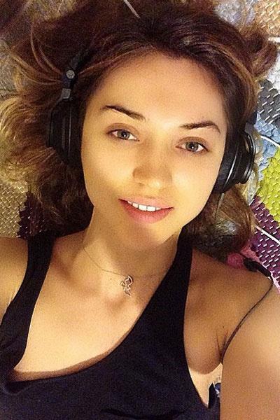 Молодая жена Оксана Устинова