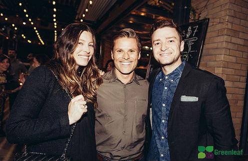 Джессика Бил и Джастин Тимберлейк с шеф-поваром ресторана
