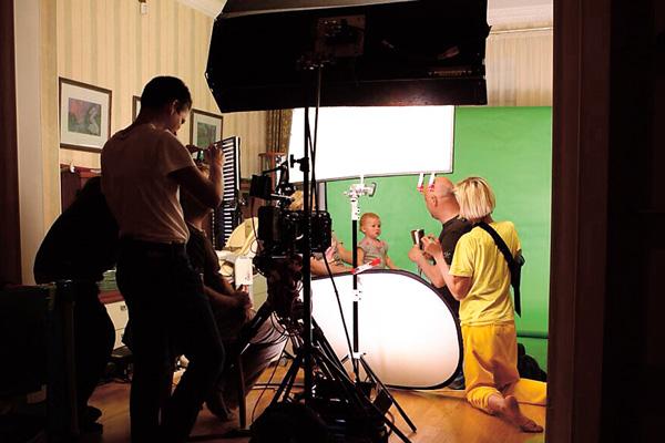 Вся съемочная группа во главе с мамой и папой была у ног маленькой актрисы