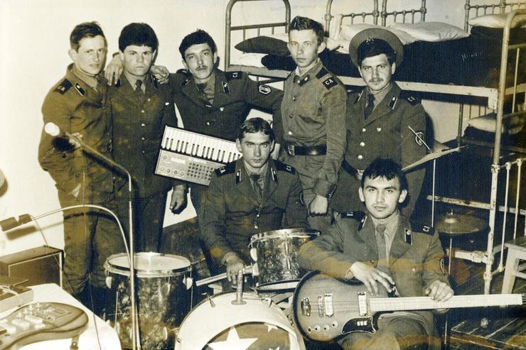 В армии музыкант тоже занимался самодеятельностью