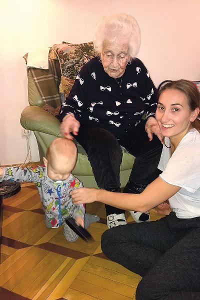 Мальчик любит бывать в гостях у 94-летней прабабушки Анны Юльевны