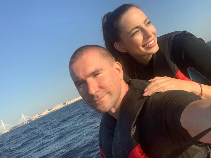 Олег недавно пережил расставание с женой Алексой