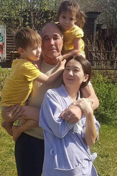 «Была третья стадия рака»: к отцу Сергию звезду «Уральских пельменей» привела семейная трагедия