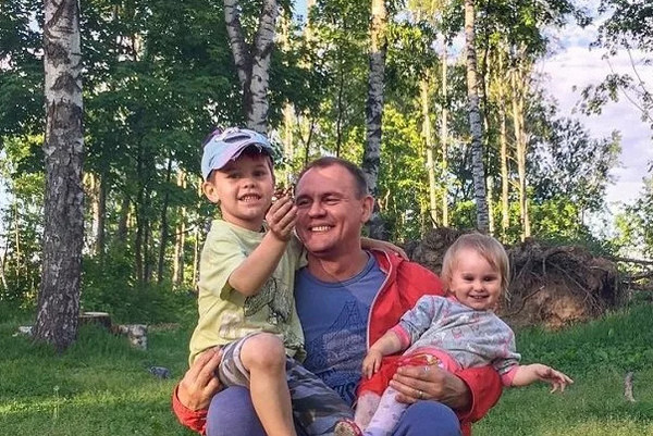 У Степана двое детей от предыдущего брака