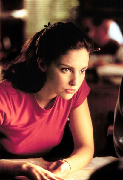 Эшли познакомилась с продюсером на съемках триллера «Целуя девушек»