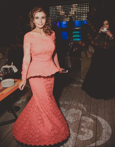 Ирина Агибалова для своего дня рождения выбрала коралловое платье