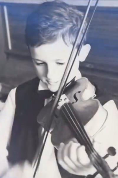 В детстве Меньшиков ходил в музыкальную школу