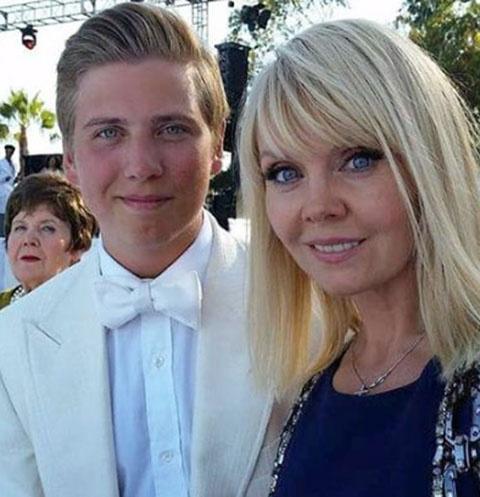 Певица Валерия с сыном Артемием