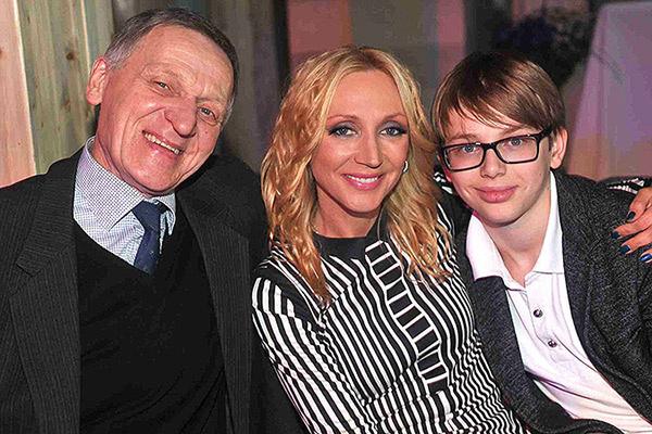 Кристина с папой и сыном Дени на презентации своего альбома «Маски». Март, 2013 год