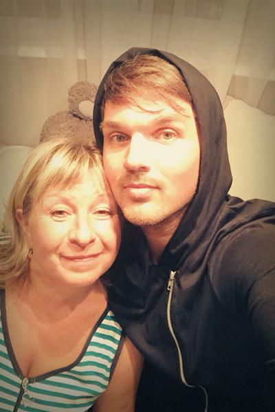 Ирина Николаевна всегда стремится накормить отощавшего сына