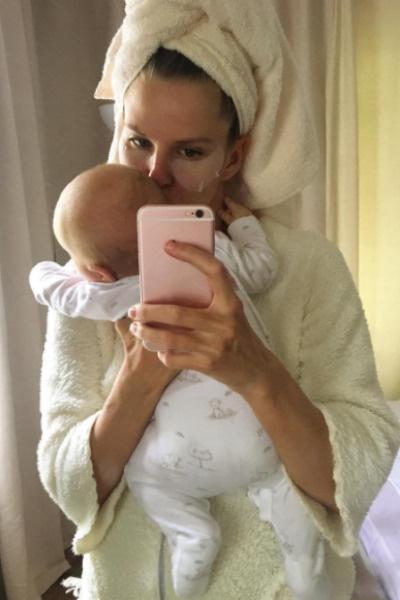 Ольга Казаченко часто показывает ребенка пользователям социальной сети