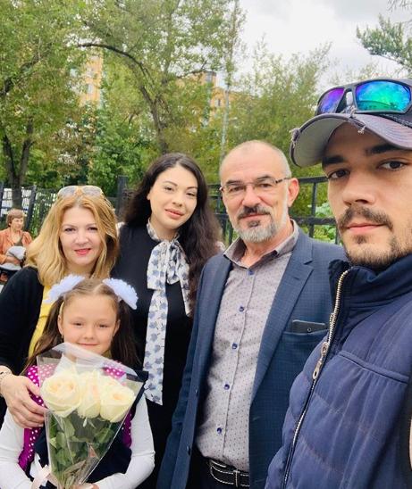 Звездная линейка: первоклашки Лиза и Гарри Галкины, Настя Харламова и Тимофей Прилучный