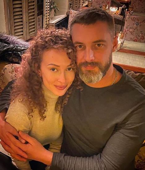 Антон с новой девушкой Анной
