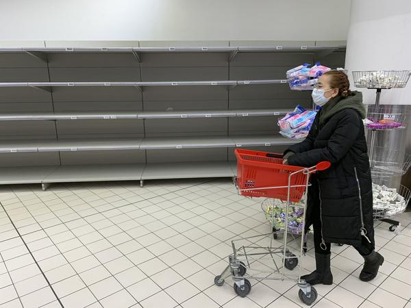 В супермаркетах столицы наибольшим спросом пользуются крупы, туалетная бумага и куриное мясо
