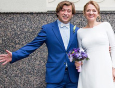 Солист группы «Би-2» устроил для жены свадебный праздник